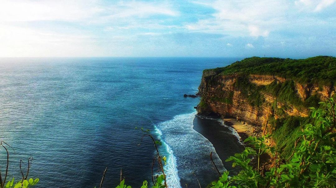 Pemandangan Pura Luhur Uluwatu Bali - Dewata ID