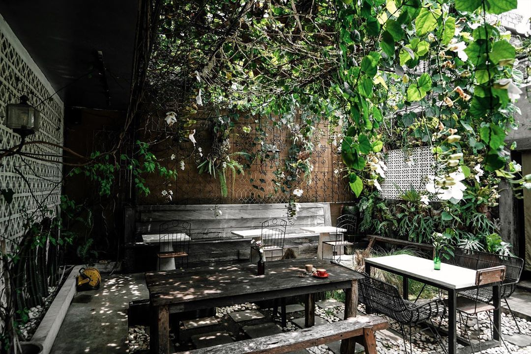 Ambience The Alleyway Cafe Denpasar - Dewata ID