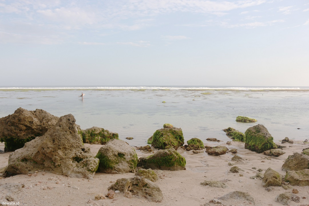 Pemandangan Pantai Gunung Payung Bali Dewata ID