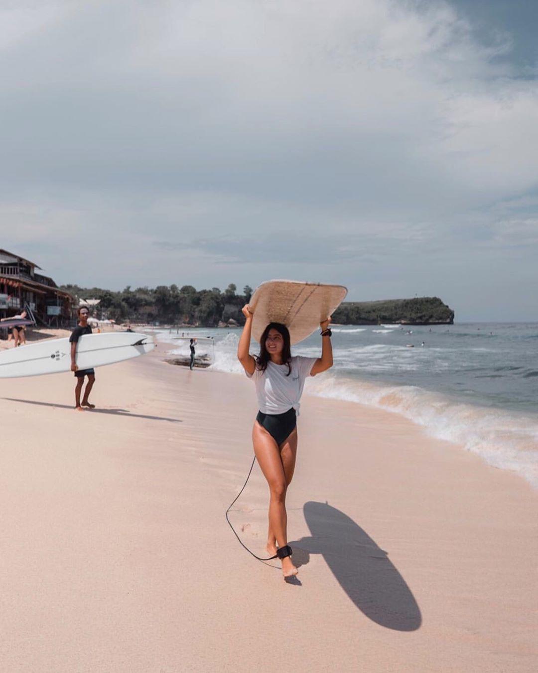 Pantai Balangan Cocok Untuk Surving Pemula dan Profesional - Dewata ID