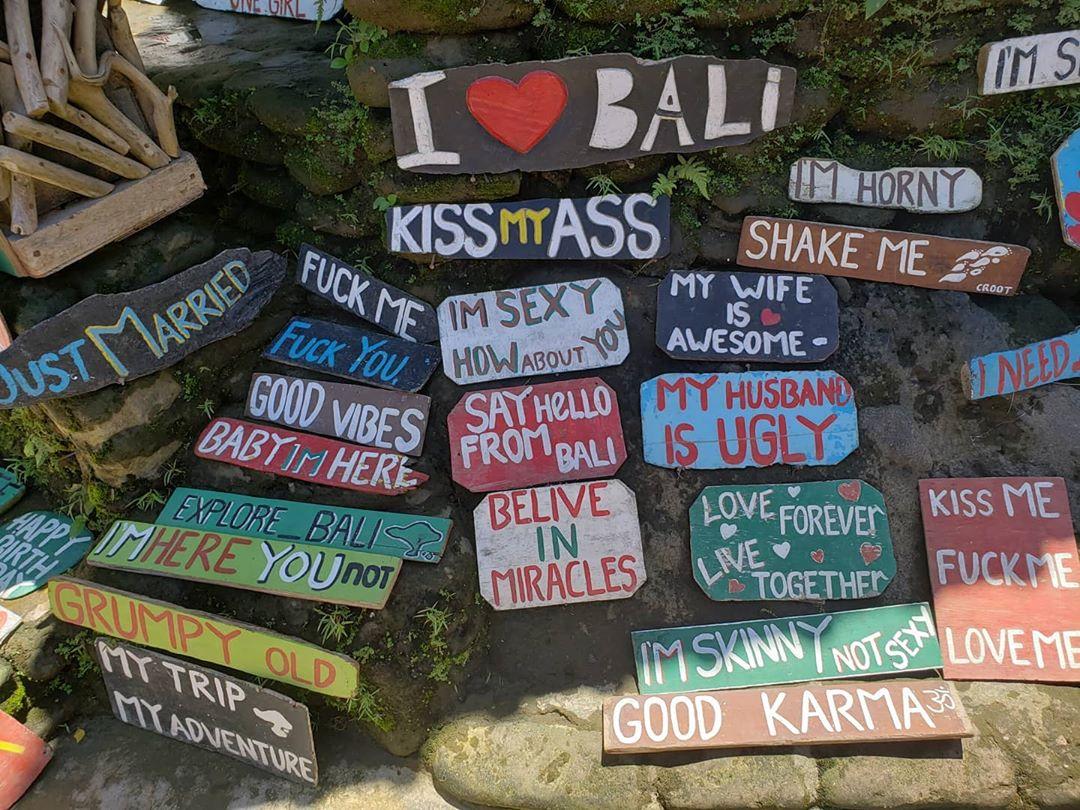 Tulisan Lucu Air Terjun Tegenungan Blangsinga Gianyar - Dewata ID