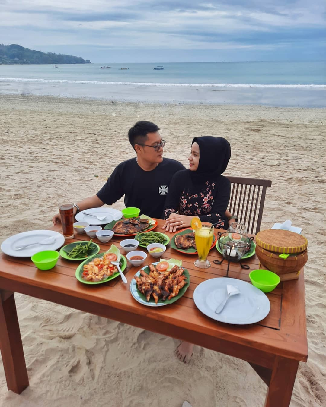Merayakan Valentine di Pantai Jimbaran
